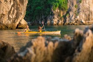kayak dans la baie d'halong