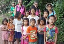 photo-avec-les-enfants-ethniques-laostiens